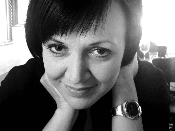 """Ирена Тодорова е политолог, преподавател в НБУ и председател на Института за дясна политика. Съветник  на министрите на образованието (2014–2016) и на външните работи (2016–2017). Съавтор (заедно с Петър Николов-Зиков) на монографията """"Политическият консерватизъм""""."""